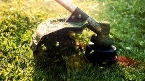 Akku-Gartengeräte Test: Die besten Rasentrimmer