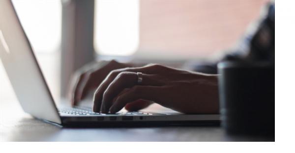 Akku-Gartengeräte Test: Bild eines Laptops zum Verweis auf die Blogsektion