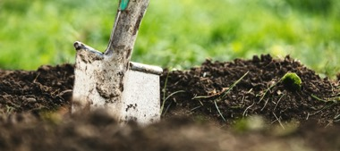 Umgraben von Beeten und Garten im September