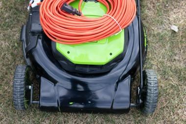 elektro-rasenmaeher-strom-kabel-zubehoer